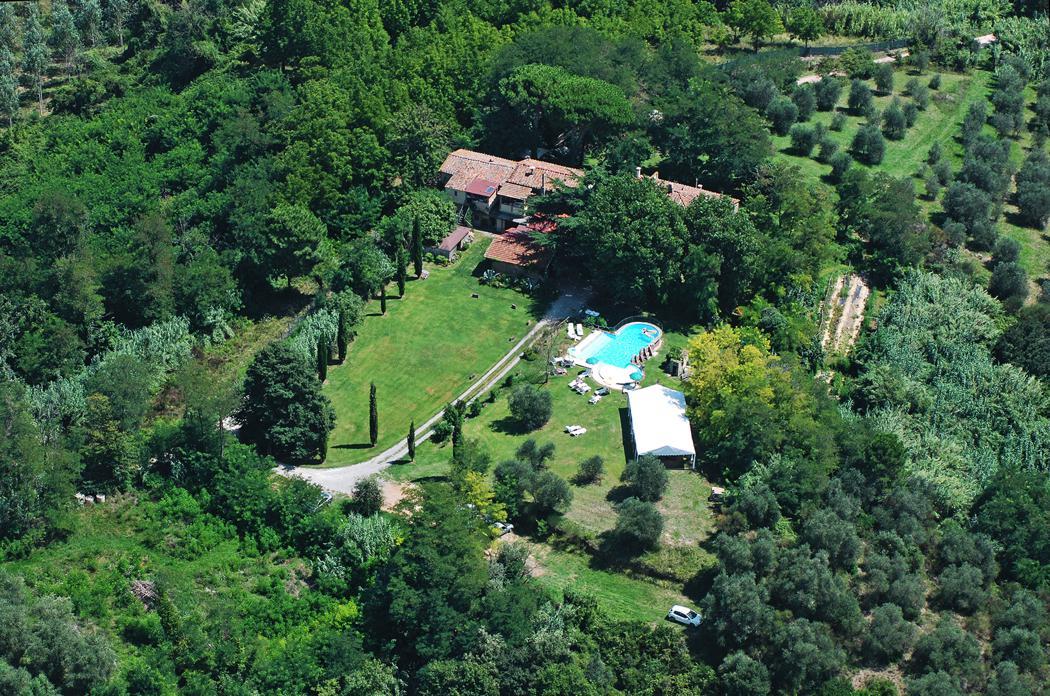 Agriturismo Lupinaio tuin en zwembad Toscaanse kust Casamia vakantie onder de italiaanse zon-06