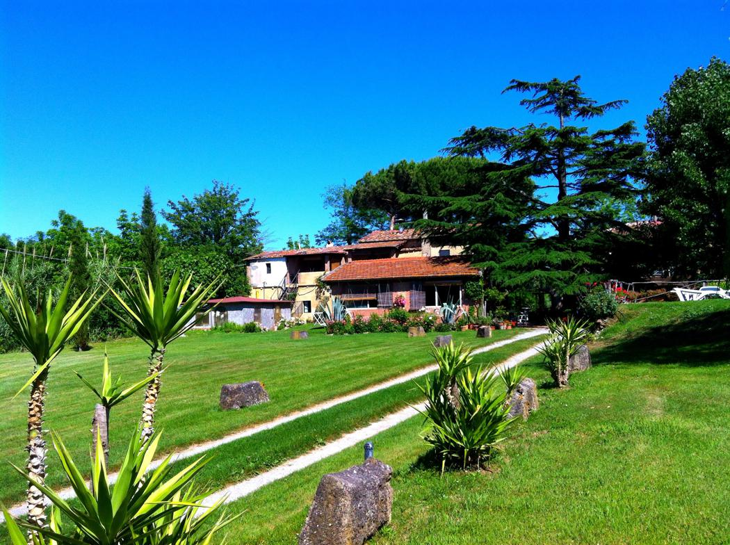 Agriturismo Lupinaio tuin en zwembad Toscaanse kust Casamia vakantie onder de italiaanse zon-07