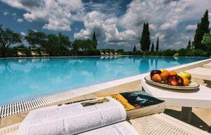 Mooi landgoed met ruime appartementen, restaurant, tennisbaan en groot zwembad (25x12 meter). Ideale uitvalbasis om vele leuke uitstapjes maken naar o.a. Pisa, Florence, Siena, Lucca, Volterra.